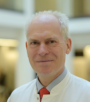 https://media.medcram.de/wp-content/uploads/2020/08/Prof_Zuberbier_CC12_297x337.jpg
